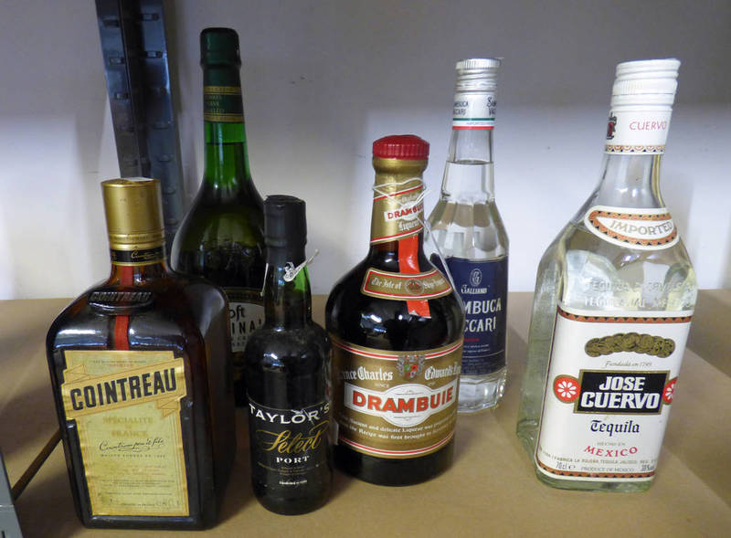 Lot 4077 - VARIOUS BOTTLES OF SPIRITS INCLUDING SAMBUCA, COINTREAU TEQUILA, DRAMBUIE,