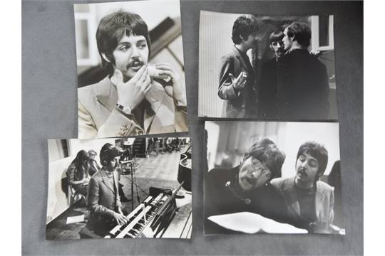 Lot 1033 - BEATLES - A LARGE 1967 LIFE FOLDER CONTA