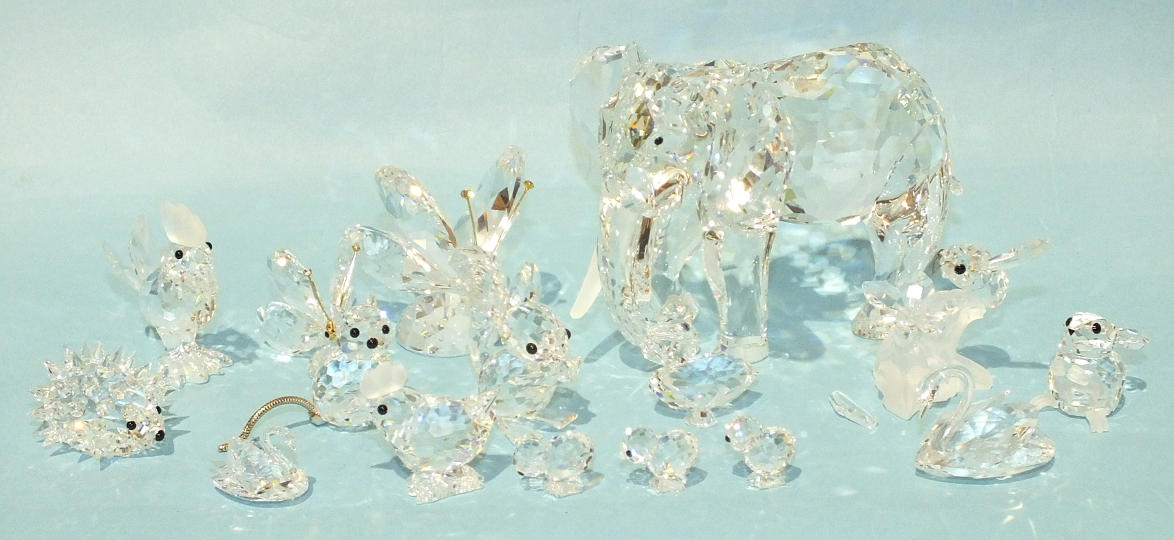 Lot 176 - A Swarovski crystal glass elephant, 8.5cm high, (one tusk missing) and a collection of fifteen small