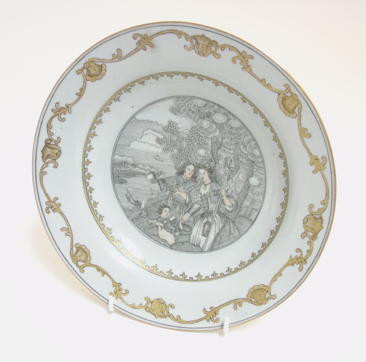 Lot 19 - A Chinese Export grisaille plate, hand painted in grisaille and gilt,