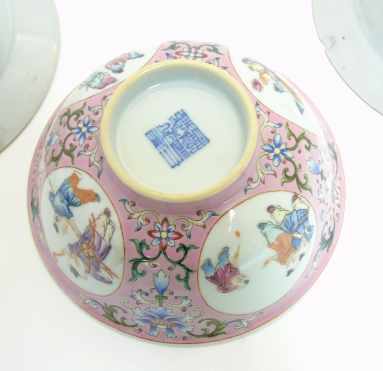 Lot 20 - A quantity of Chinese ceramics comprising a plate with scalloped rim depicting a bird and butterfly