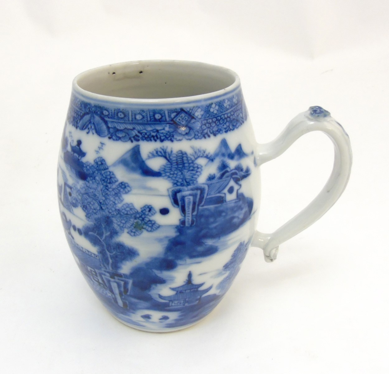 Lot 21 - An 18thC Chinese blue and white export tankard,