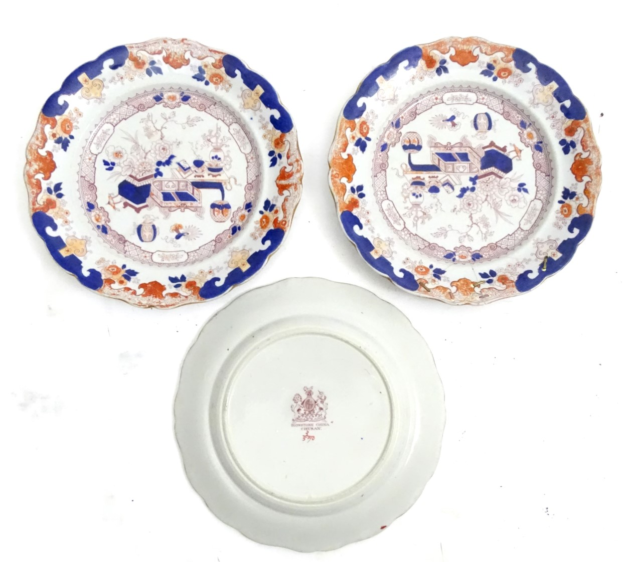 Lot 86 - An assorted quantity of iron stone china dinner wares with a chinoiserie scene,