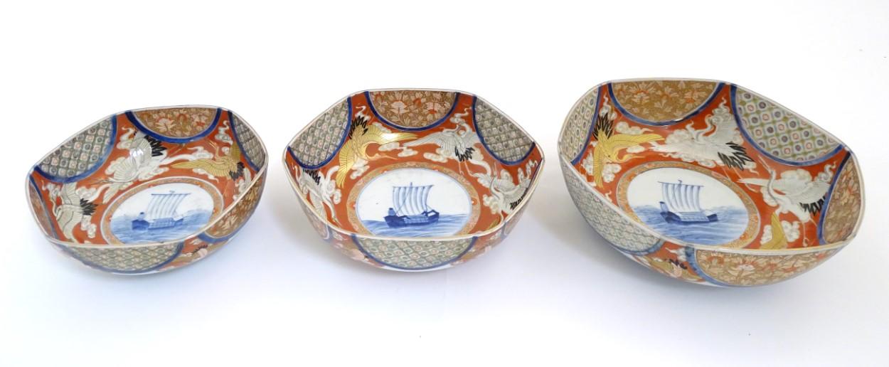 Lot 28 - A graduated set of three hexagonal Japanese Fukagawa Seiji bowls decorated with stylised cranes