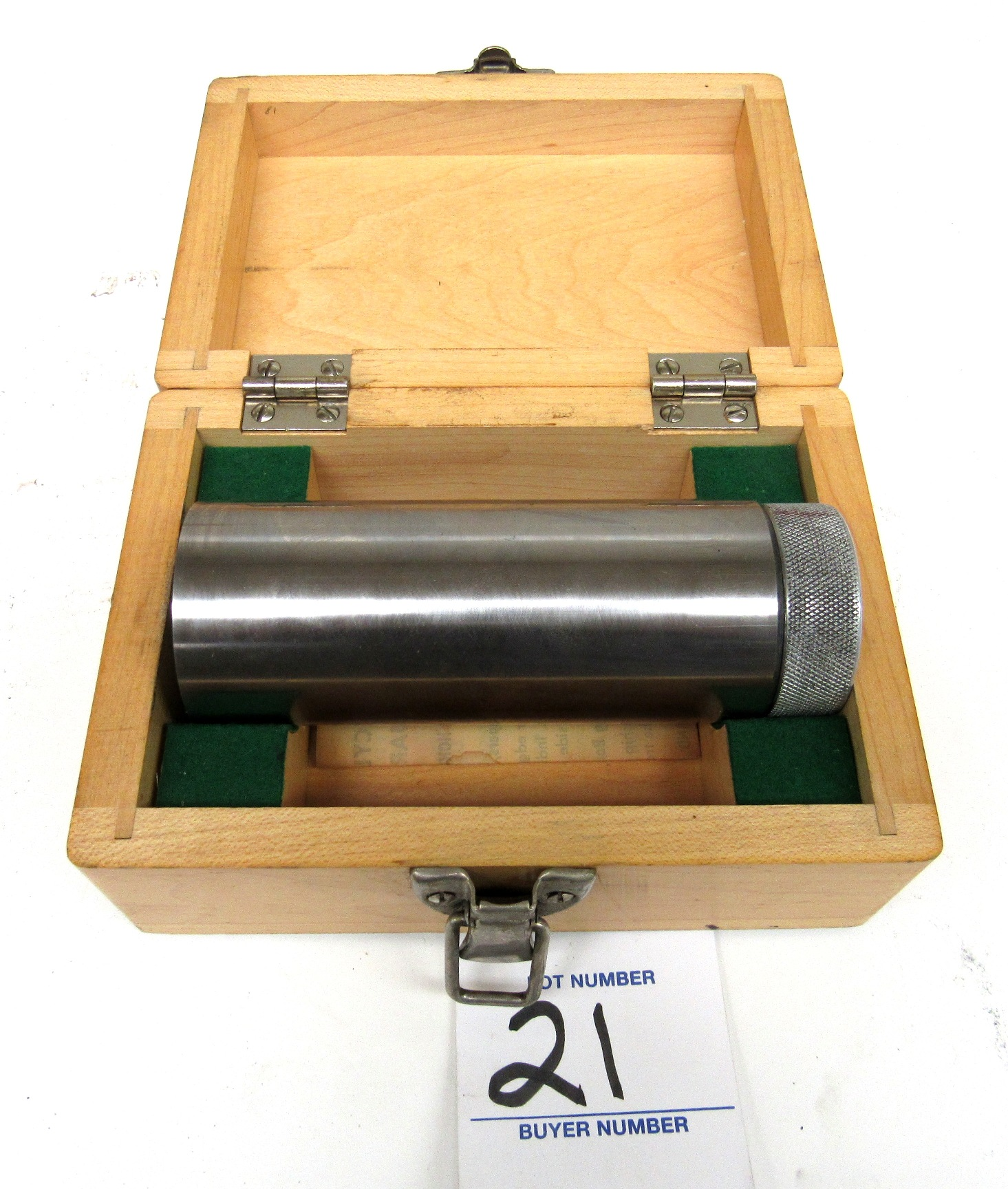 Lot 21 - Tru-Craft Tool Co Magnetic Cylinder Square