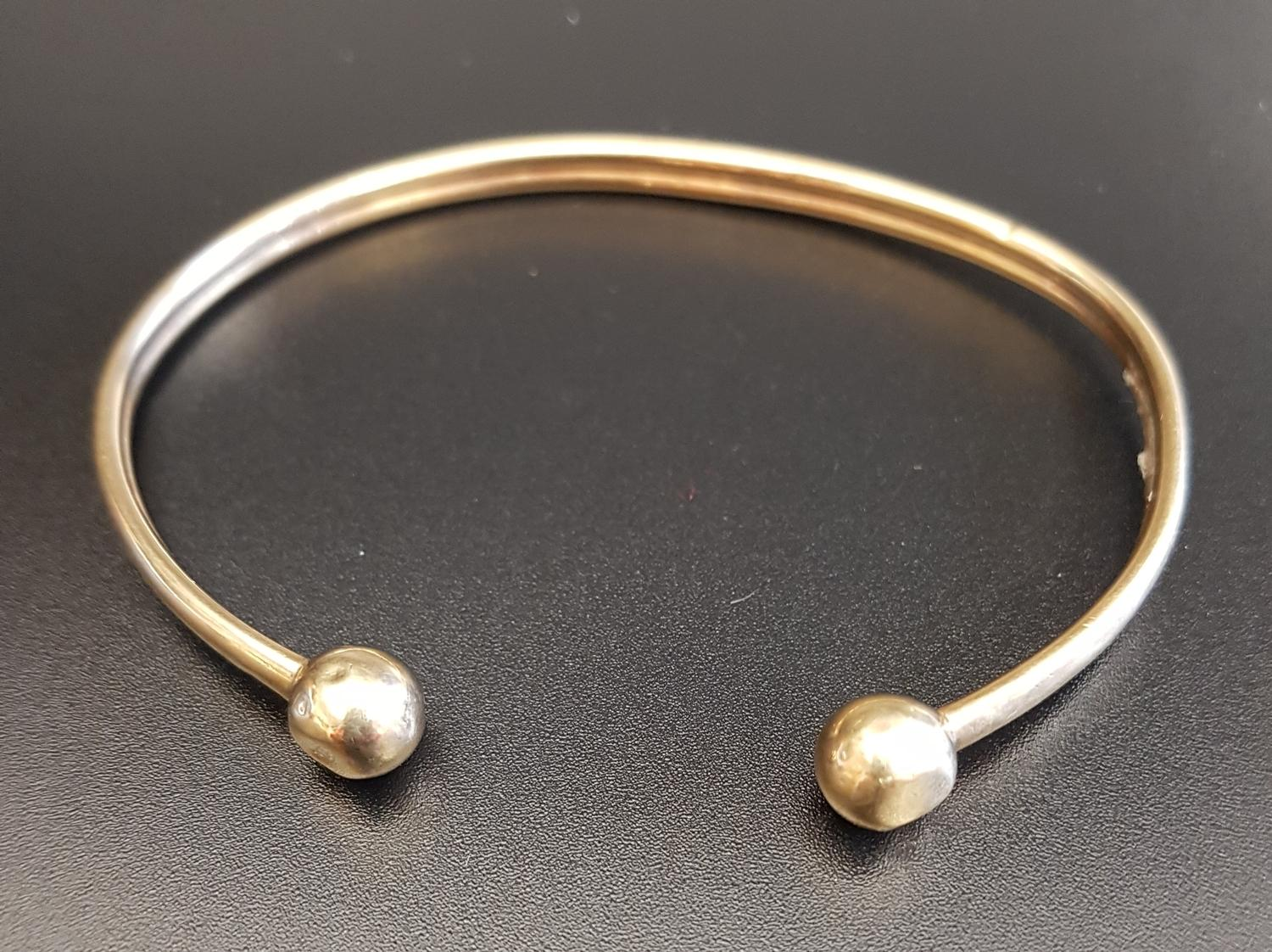 Lot 1 - NINE CARAT GOLD BANGLE with ball finials, approximately 5.7 grams