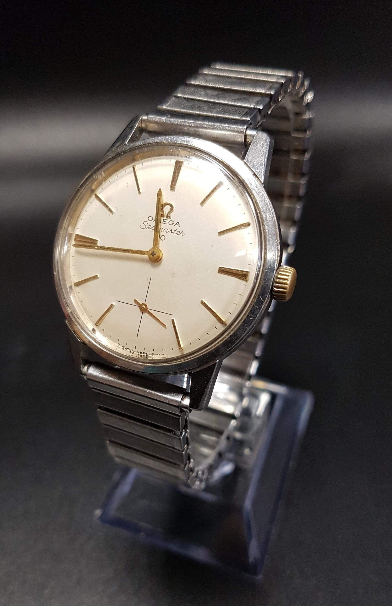 Lot 26 - GENTLEMEN'S OMEGA SEAMASTER 30 WRISTWATCH the champagne dial with baton five minute markers and