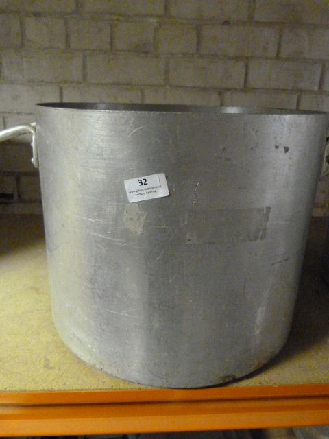 """Lot 32 - *Large 15"""" Aluminium Saucepan"""