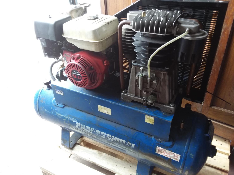 Lot 52 - Industrial Professional Air Compressor with GX270 Honda 9.0 Engine