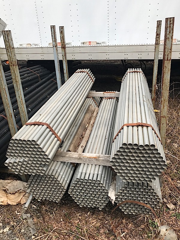 "Lot 40 - LOT OF POSTS 1 /1/2"" x 6'3"""