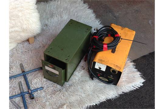LOT COMPRISING WYNALL HERCULES ENGINE STARTER/CHARGER, SCREW
