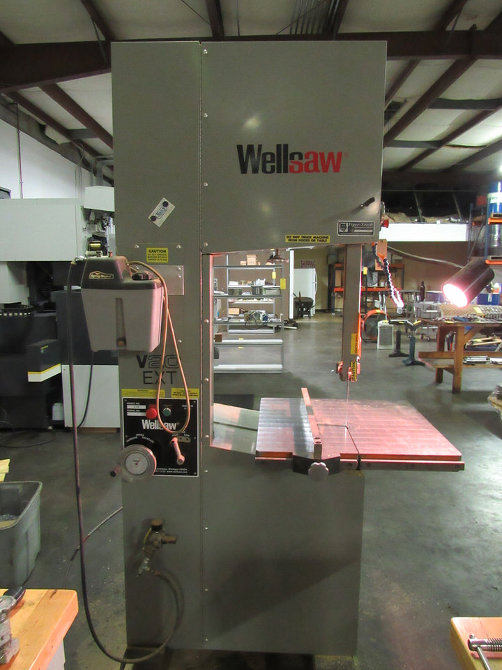"Lot 48 - Wellsaw V20 EXT Vertical Bandsaw, 20"" deep throat, 16"" high table to guide, 177"" blade length, 21"""