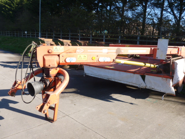 Lot 1328 - KUHN TRAILED MOWER CONDITIONER