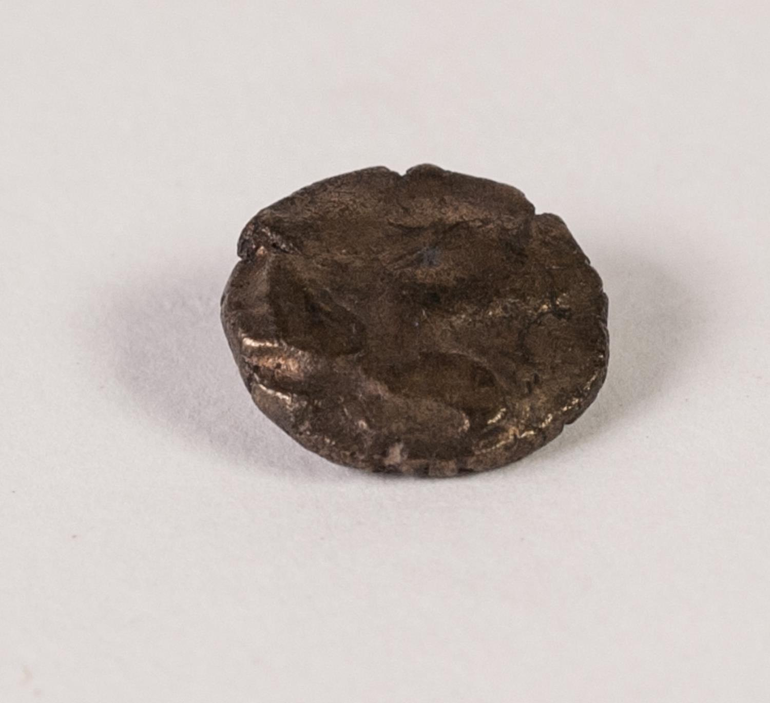 Lot 6 - EAST WILTSHIRE - VALE OF PEWSEY ANCIENT BRITISH GOLD QUARTER STATER, showing clearly to one side