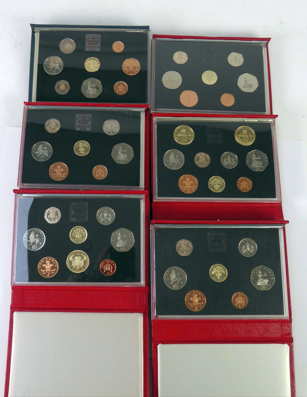 Lot 66 - ROYAL MINT ISSUED COMMEMORATIVE COIN SETS 1984-1989, in original boxes unused (6)