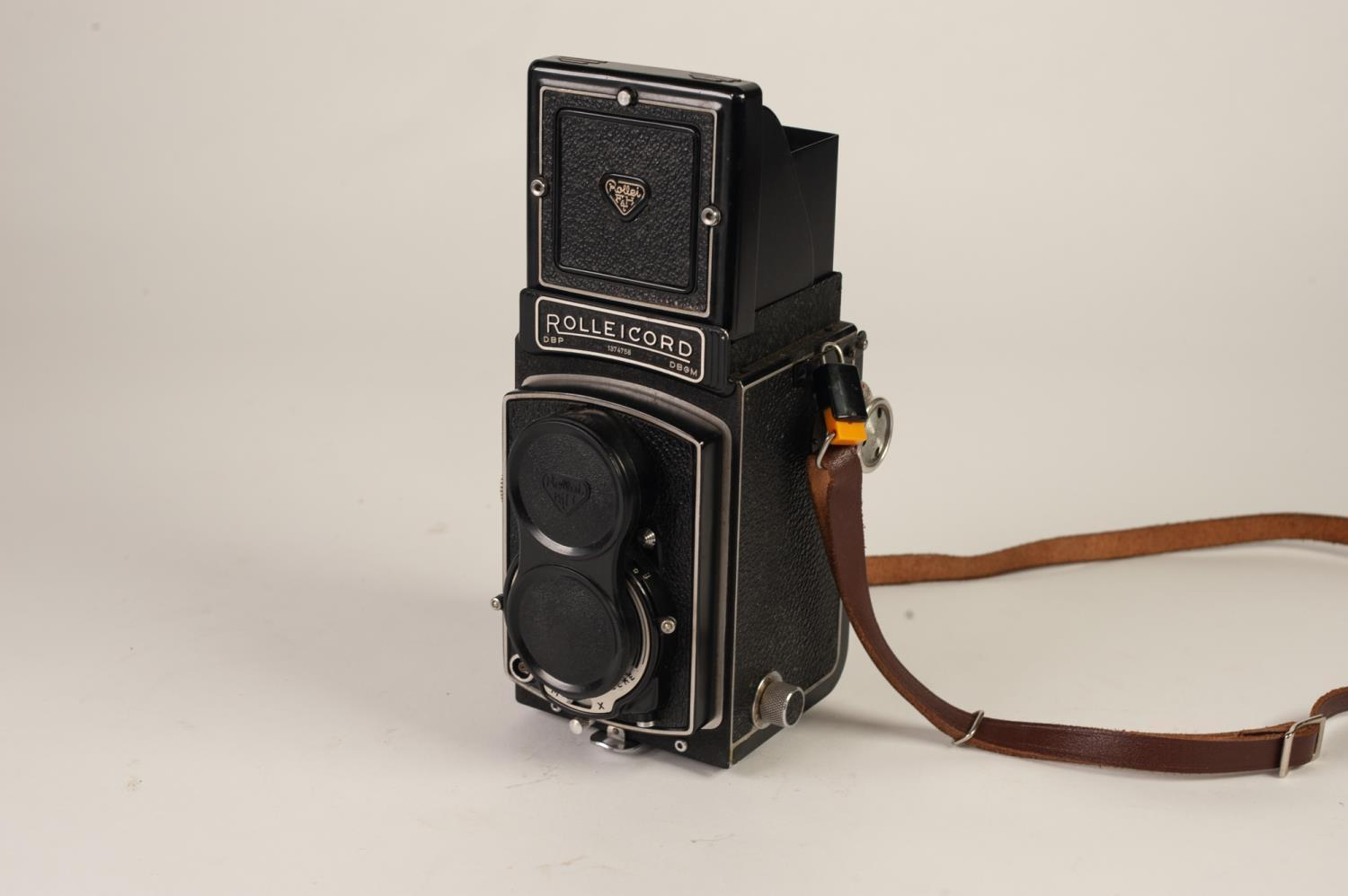 Lot 210 - LEATHER CASED FRANKE AND HEIDECKE ROLLEICORD IV CAMERA, Xenar 75mm 1:3.5/75 LENS, Synchro-Compur
