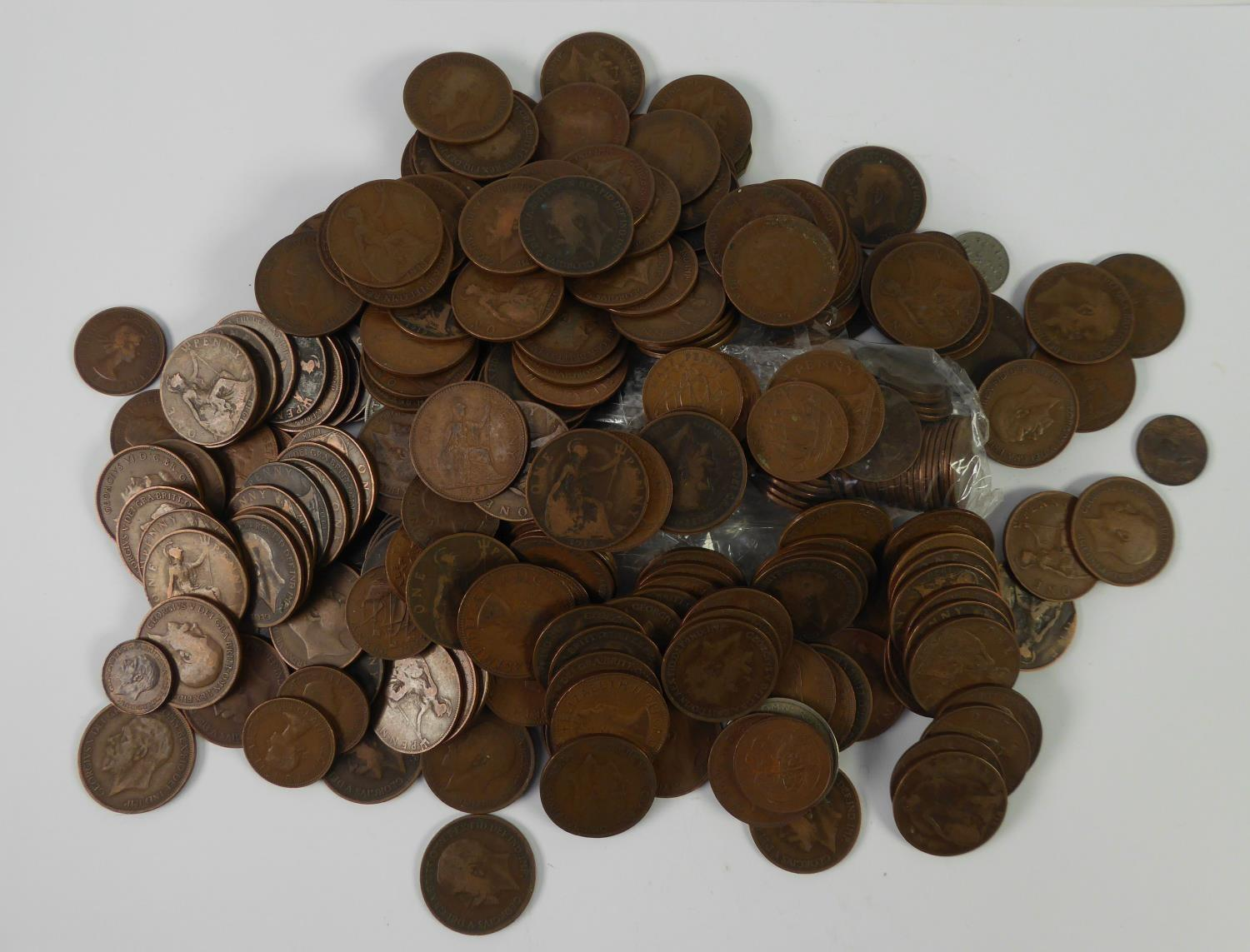 Lot 62 - QUANTITY OF BRITISH PRE-DECIMAL COPPER PENNIES AND HALF PENNIES, mainly early 20th Century plus