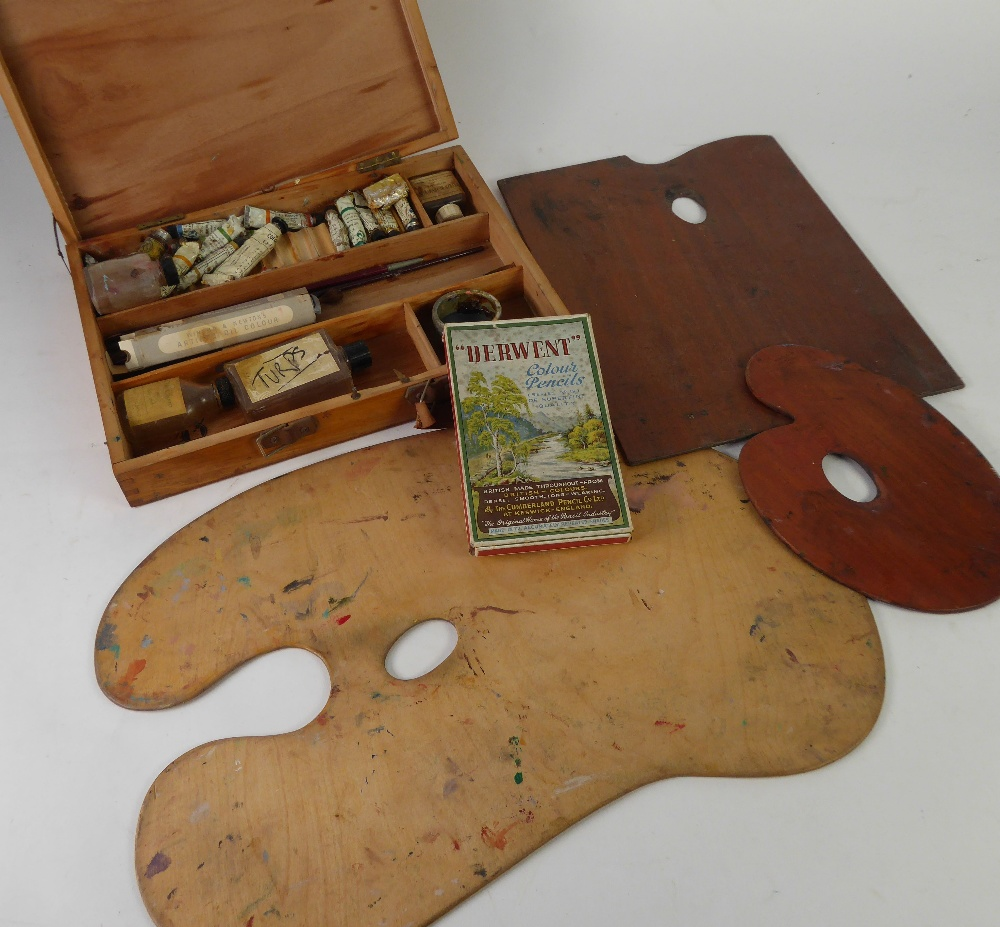 Lot 341 - MID 20th CENTURY WOODEN ARTIST'S MATERIALS BOX containing a number of tubes of Fabrica Leonadi (