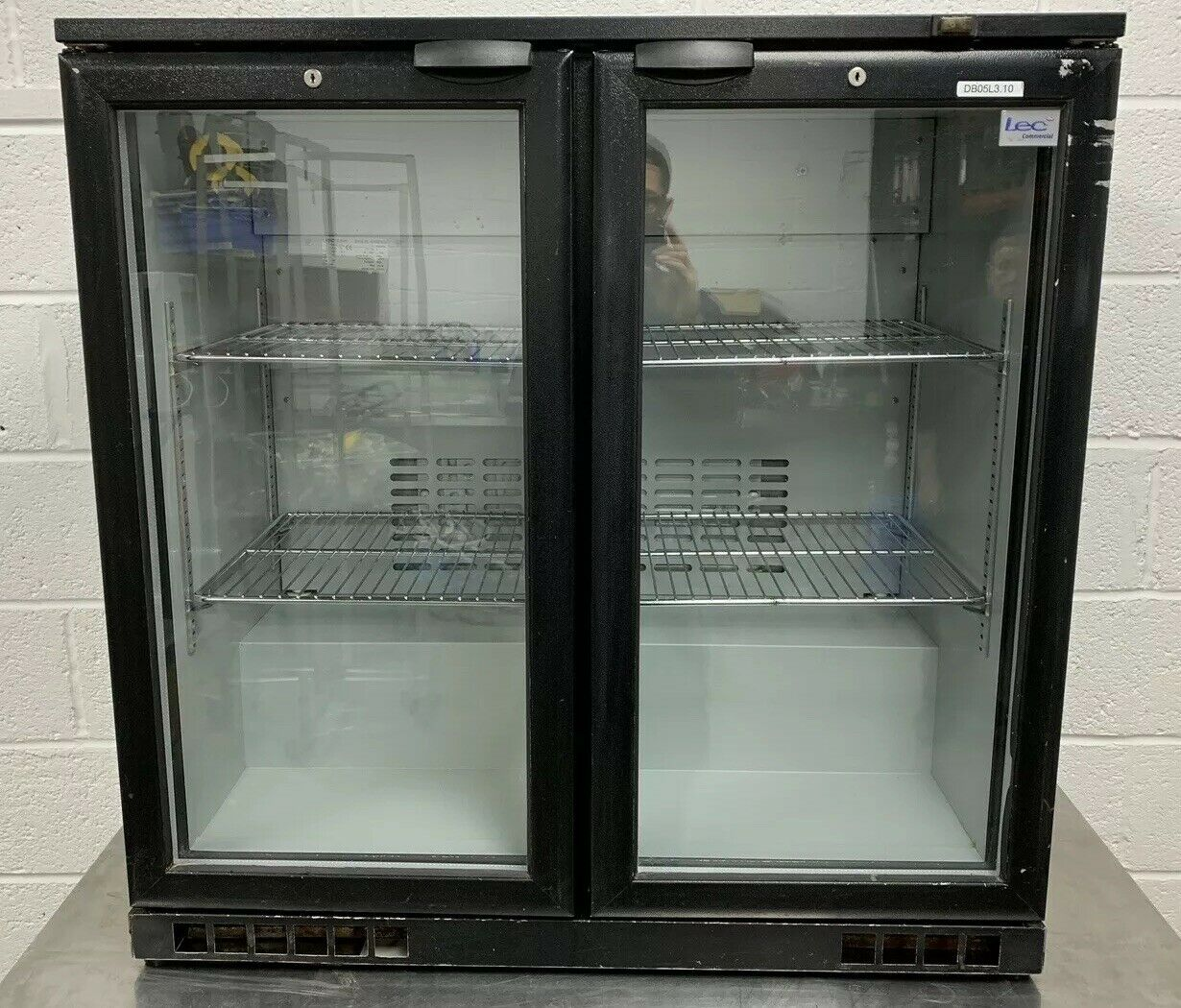 Lot 23 - LEC BC9004K Double Door Drinks Display Fridge