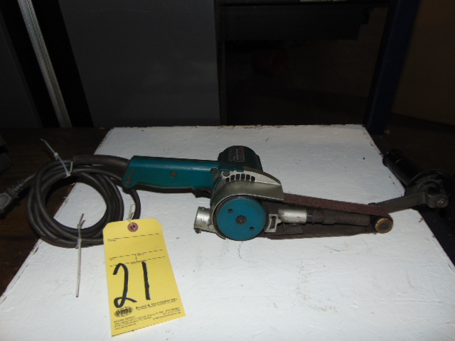 "Lot 21 - BELT SANDER, MAKITA, 1-1/8"" x 21"""