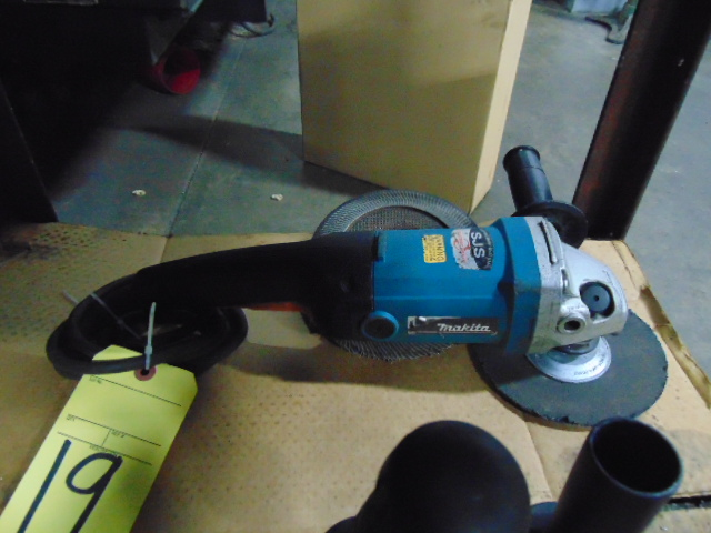 Lot 19 - ANGLE GRINDER, MAKITA 7""