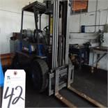 Caterpillar mod. GPL40, 7,000lb. LPG Forklift w/ Pneu. Tires, 3-Stage Mast, Hours: 3,906; S/N