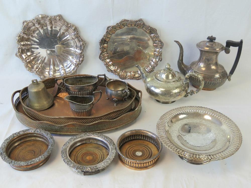 Lot 579 - A quantity of assorted metalwares includ