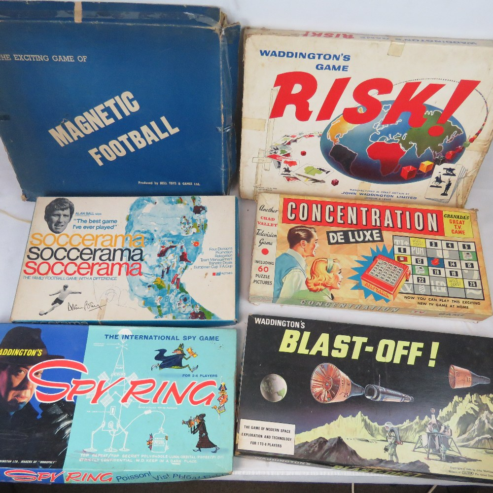 Lot 441 - A collection of vintage board games incl