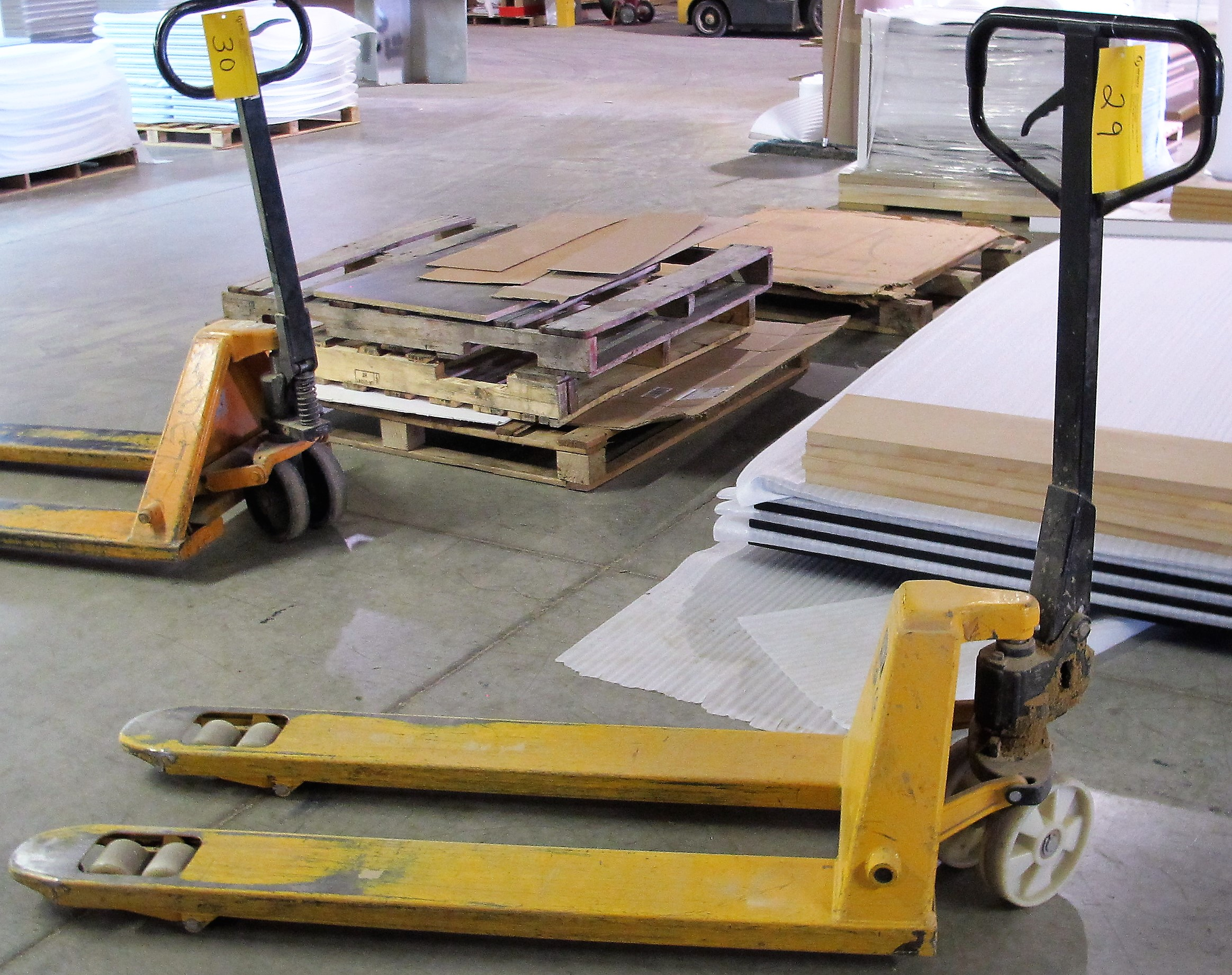 Lot 29 - GS 4,400LB CAP. PALLET JACK
