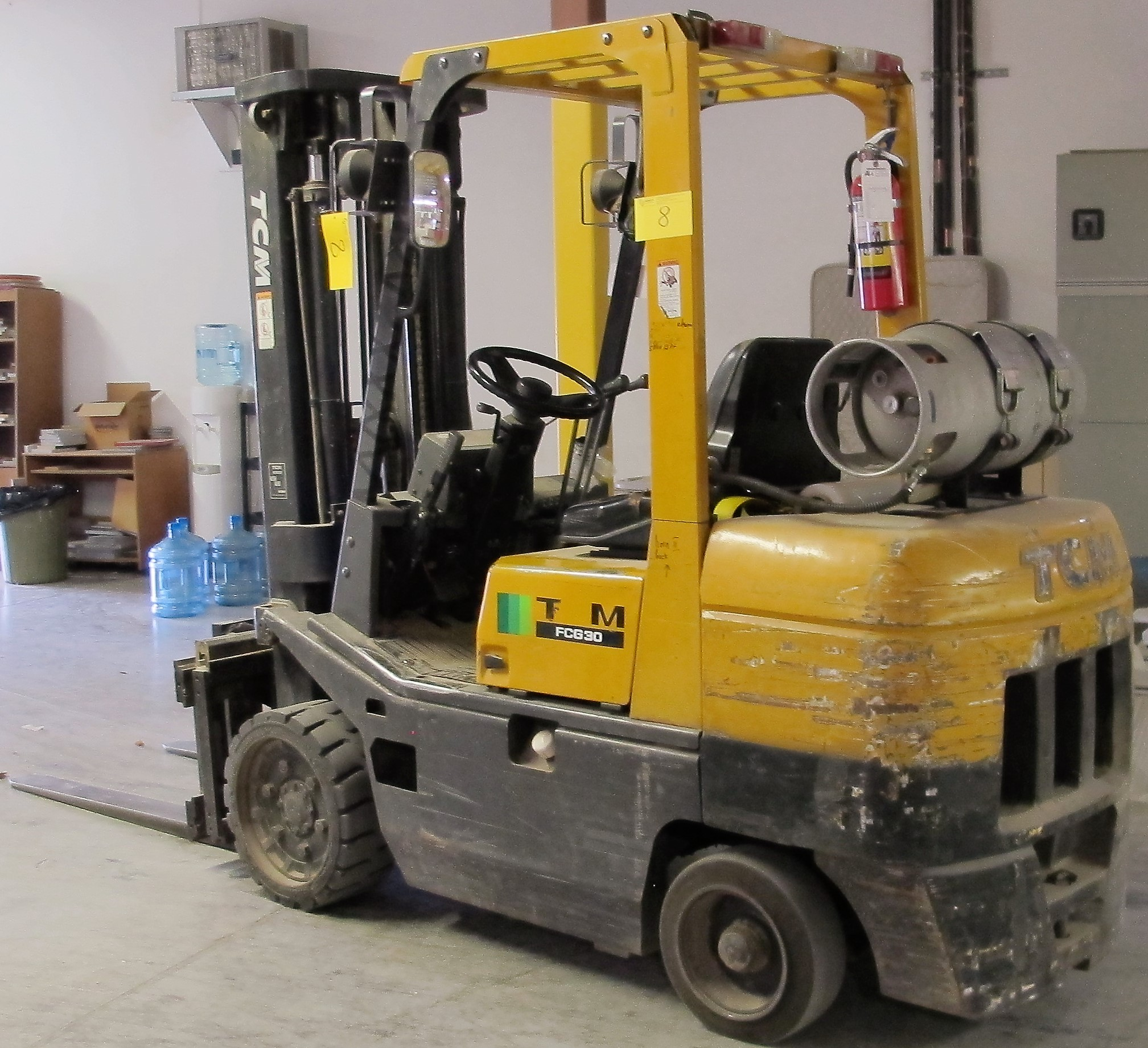 "Lot 8 - TCM FCG30T7T PROPANE FORKLIFT, 5,550LB CAP., 189"" MAX LIFT, 3 STAGE, SIDE SHIFT, OUTDOOR TIRES, S/"
