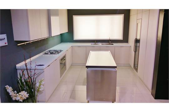 Complete Veneta Cucine Tulipano Kitchen – Ex-display buyer to ...