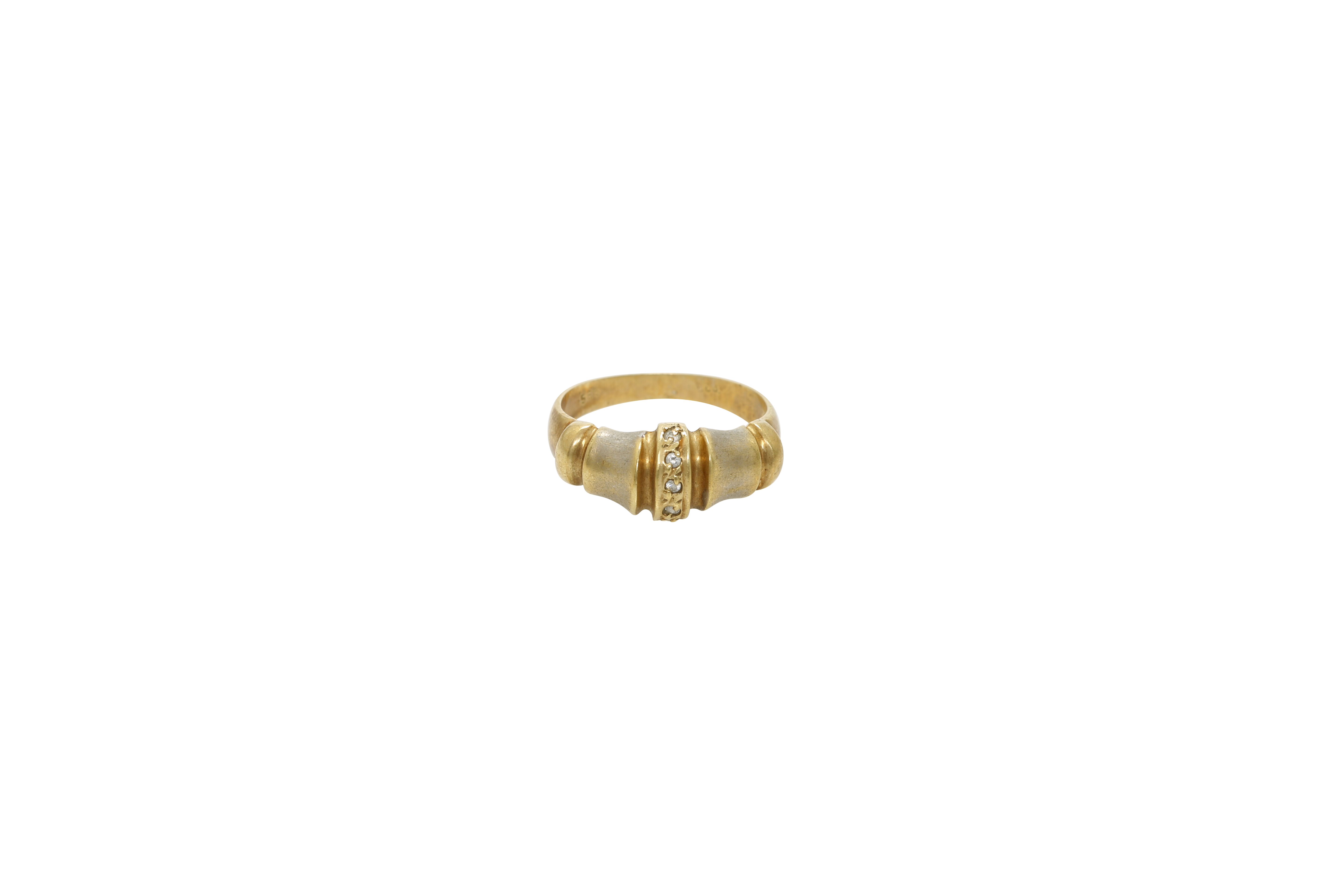 A Lady's 14K gold ring. Approx: 3 gr.