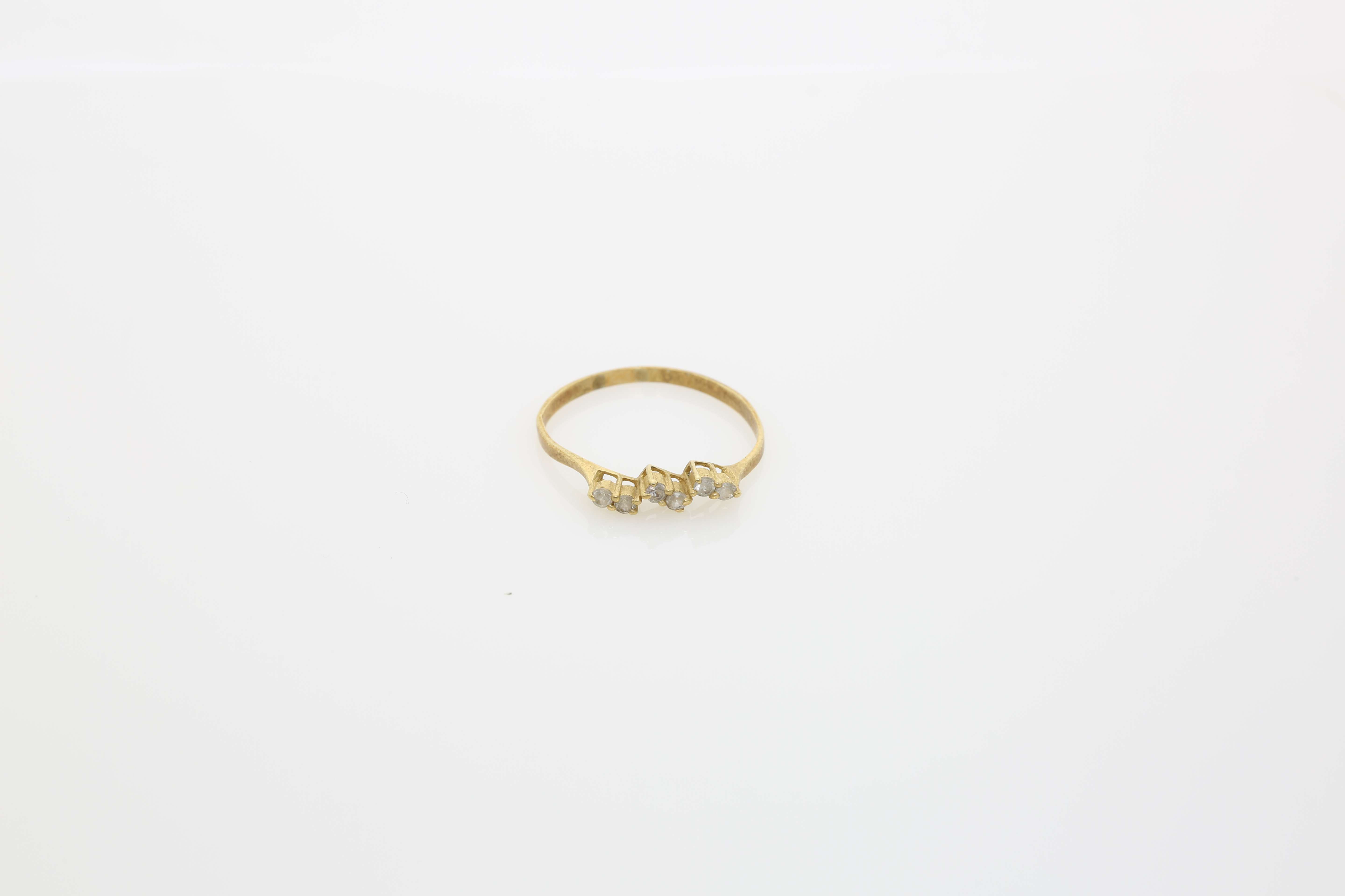 A Lady's gold ring. Approx: 1 gr. - Image 2 of 2