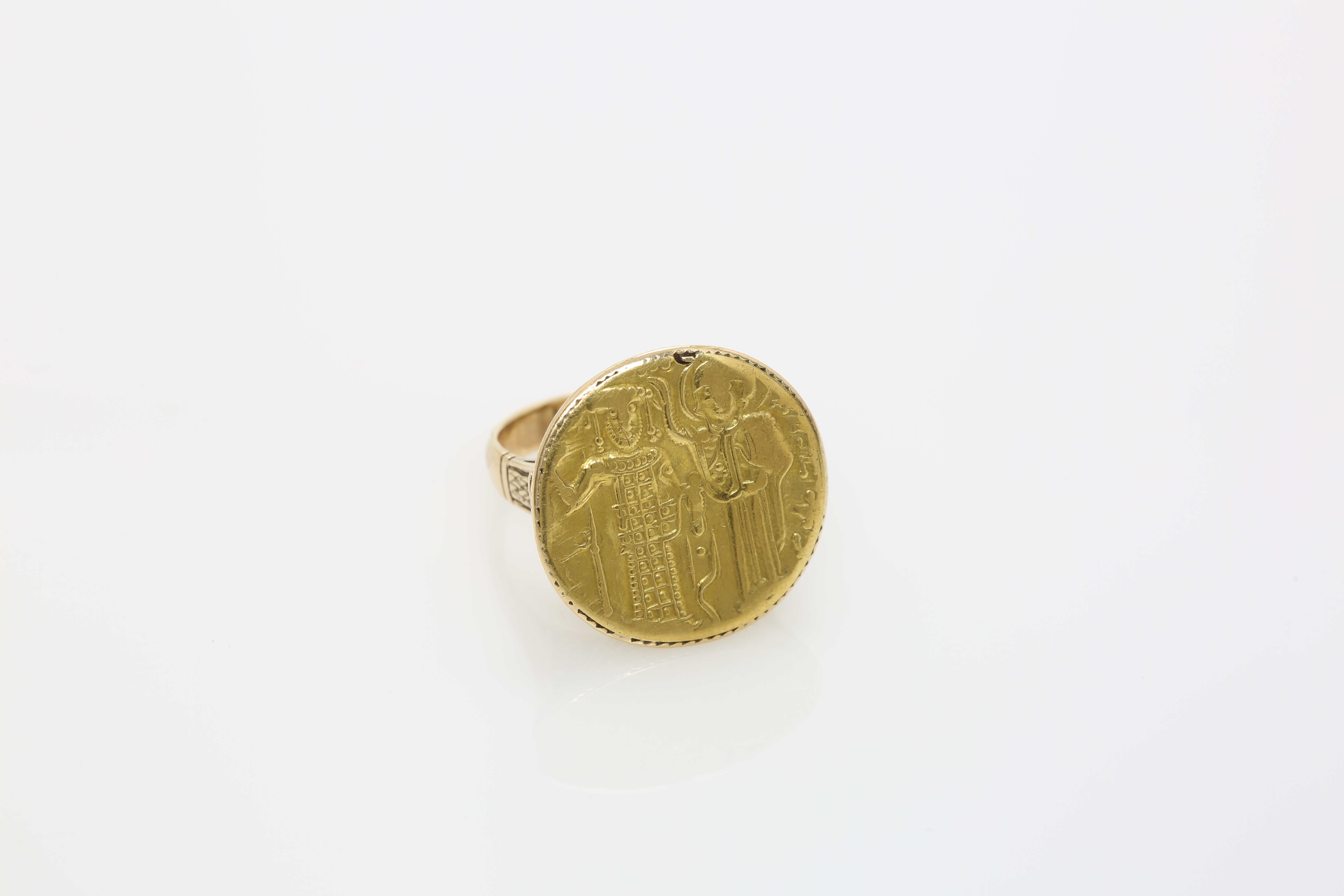 A 19th century Orthodox gold ring, depicting Saint Constantine and Helen. Approx: 8 gr. - Image 2 of 2