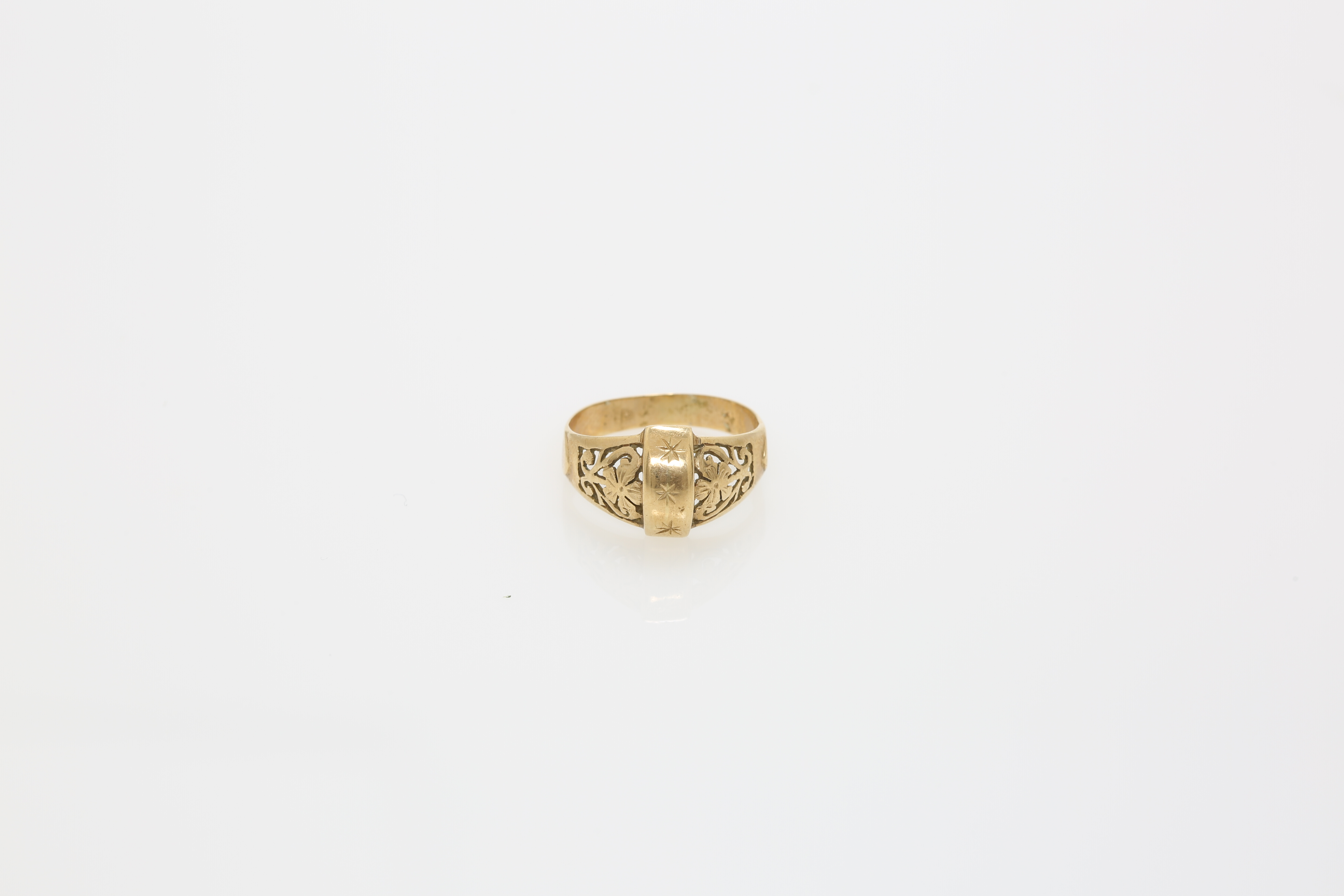 An early 20th century Constantinople gold ring. Approx: 3 gr - Image 2 of 2