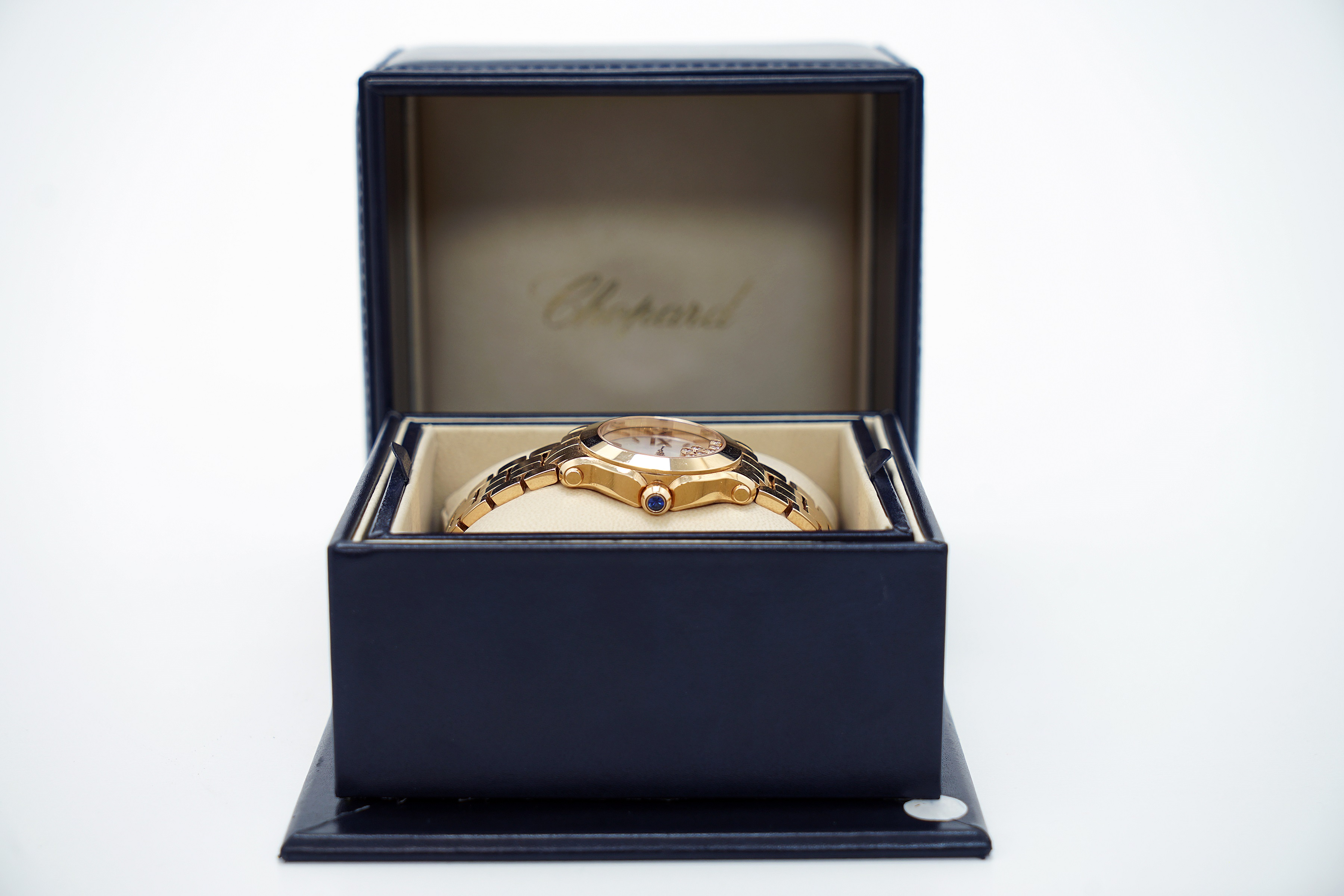 A Lady's 18K Rotgold Chopard Happy Sport Wristwatch with 1 Sapphire and 7 Diamonds - Image 5 of 10