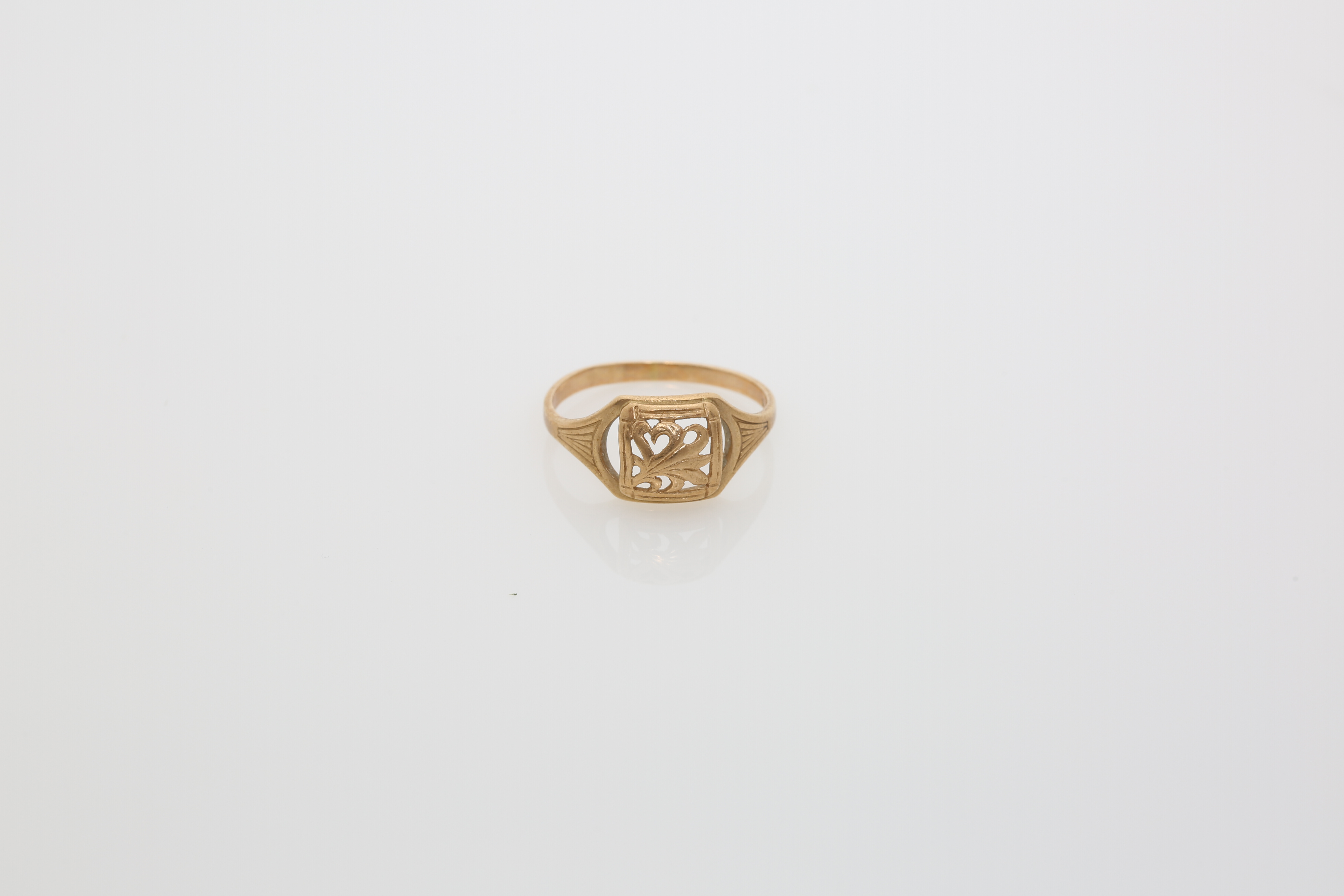 A gold Constantinople ring. Approx: 2 gr - Image 2 of 2