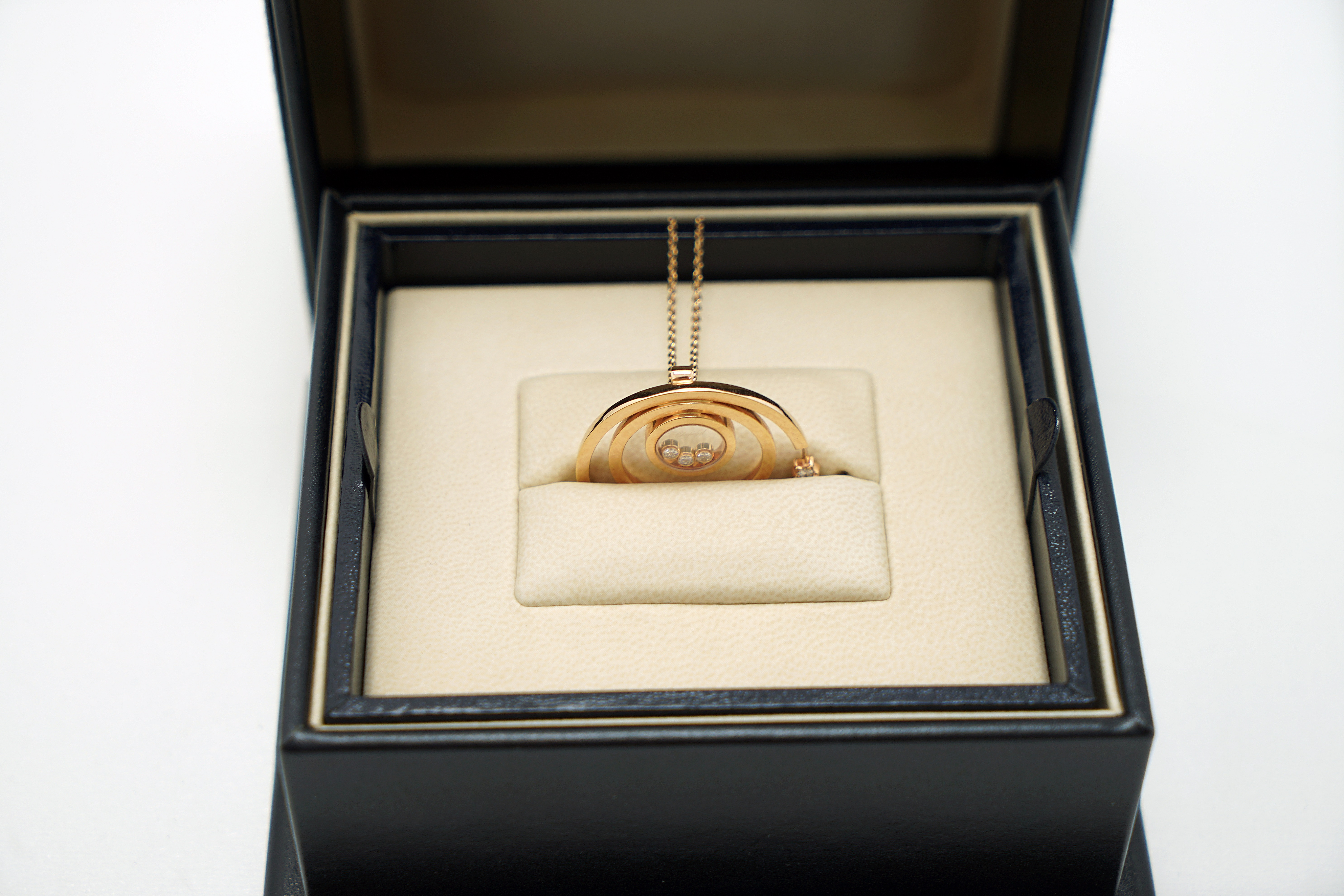 A Lady's Chopard 18K Rose Gold , Happy Diamonds pendant - Image 4 of 9