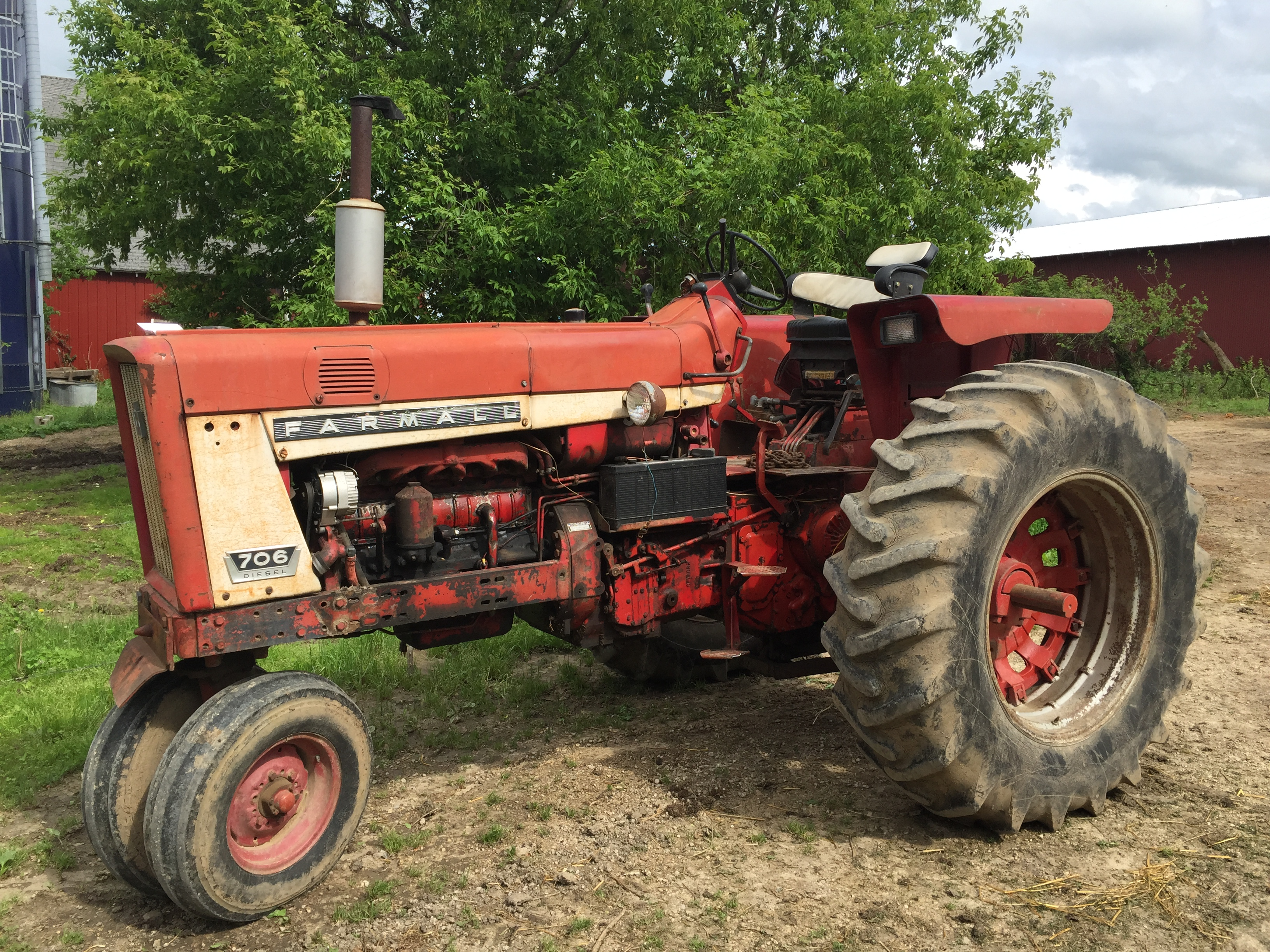 Farmall 706 Diesel Tractor Narrow Front
