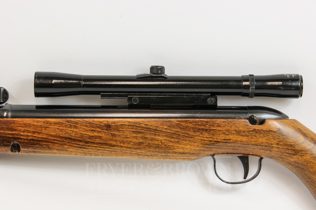 Lot 15 - A Webley & Scott Hawk Mk3 SN5562, break barrel .22 air rifle with Model 9 Original 4x20 scope
