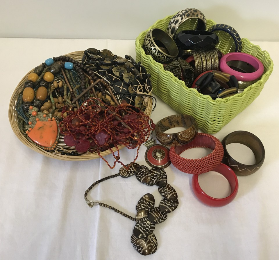 Lot 1022 - 2 baskets containing a good quantity of costume jewellery.