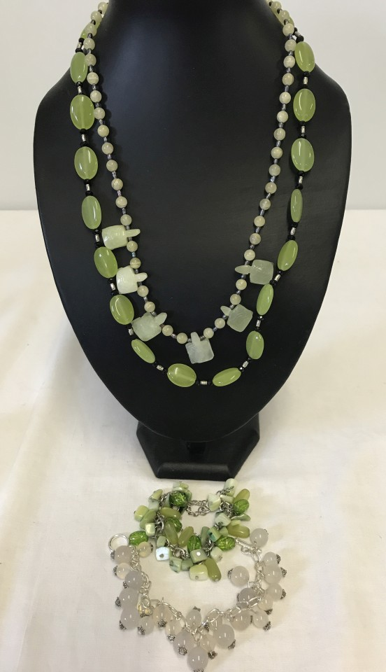 Lot 1013 - 2 necklaces and 2 bracelets made from natural stones.
