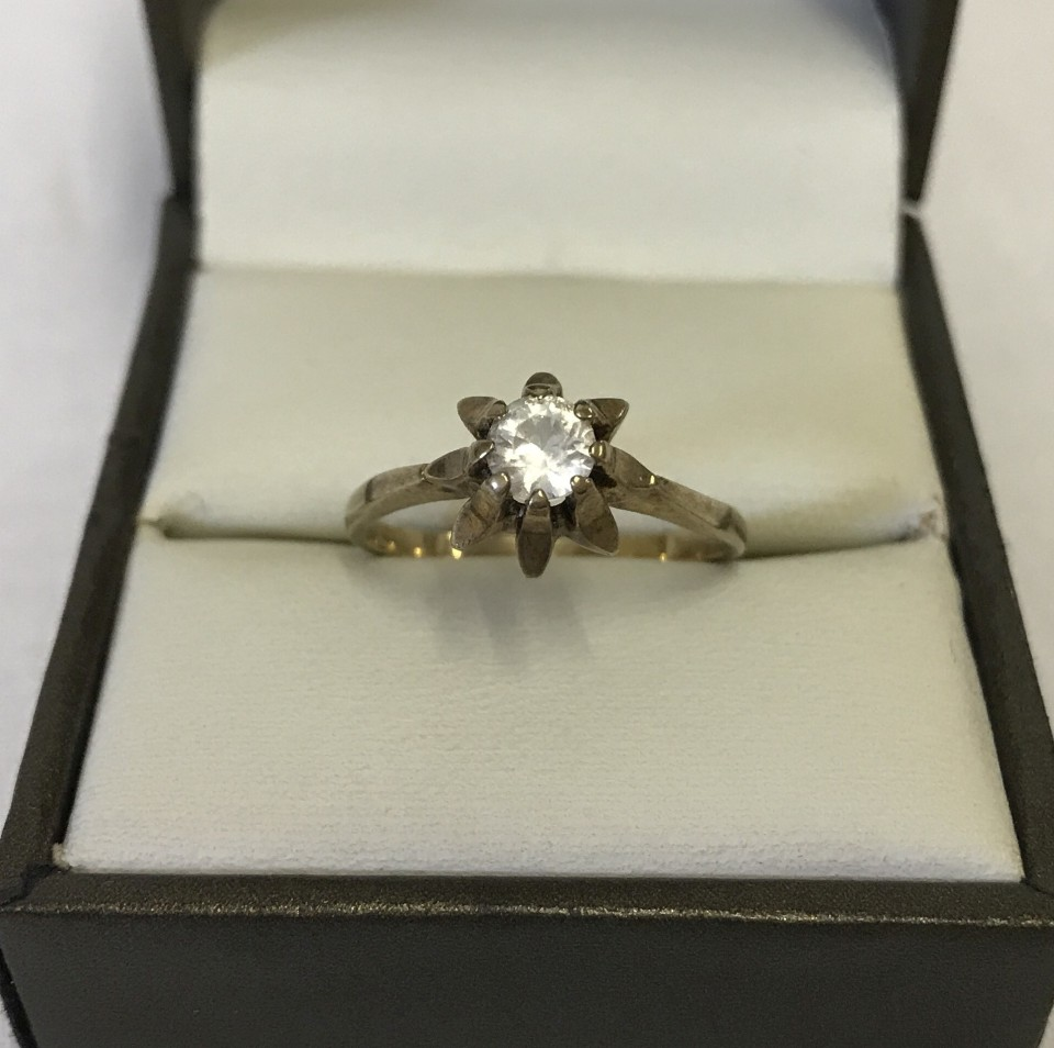 Lot 1055 - A vintage 9ct gold solitaire ring.
