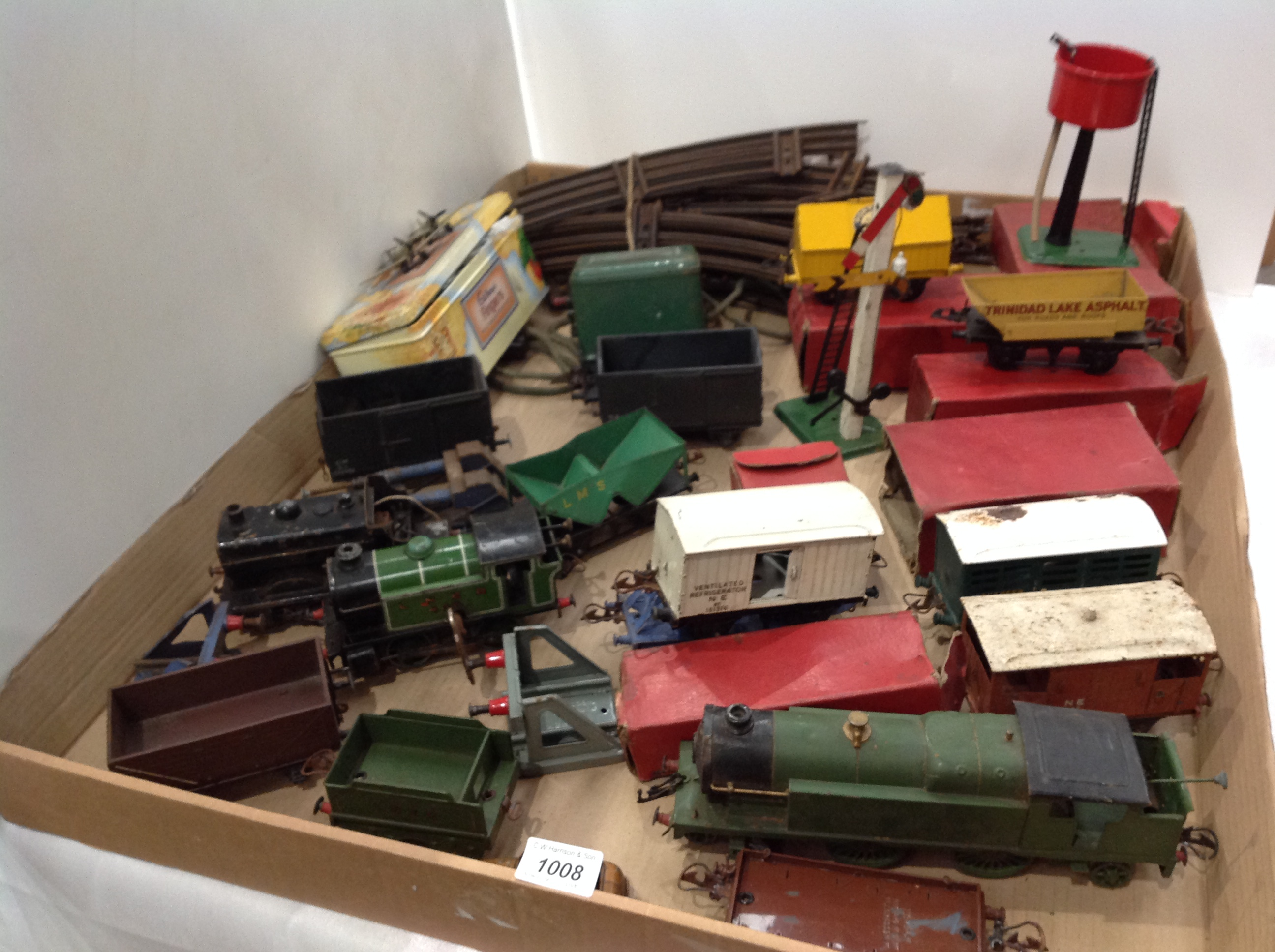Lot 1008 - Contents to tray - a collection of Hornby Meccano 'O' gauge model railway items including a