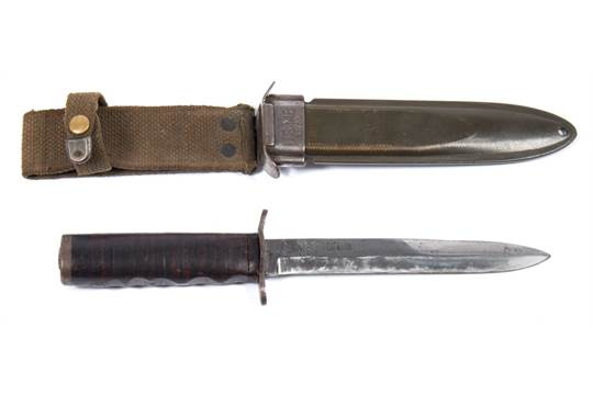 A WWII American M3 fighting knife by Kinfolks Inc:, the single edge
