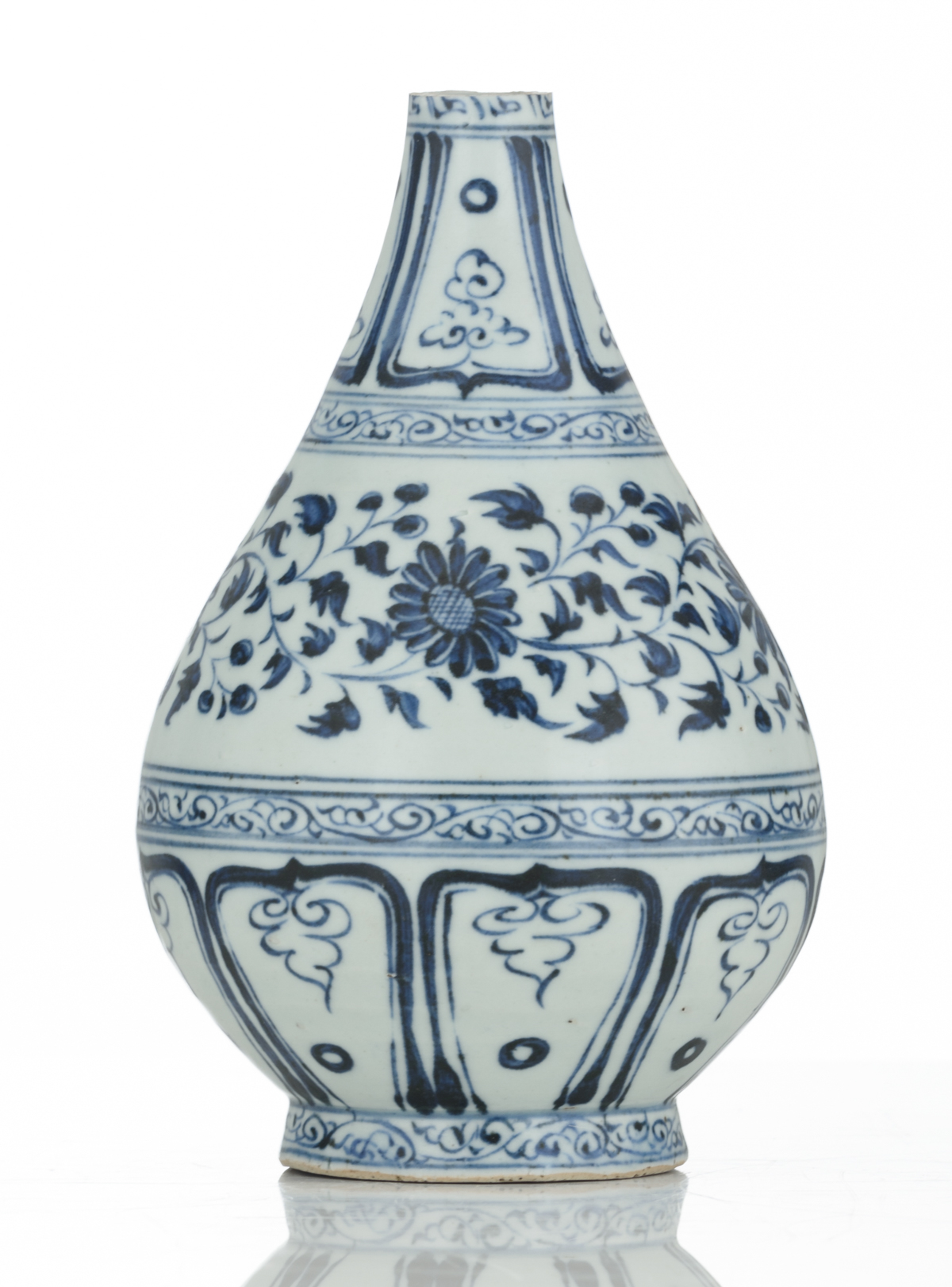 A Chinese blue and white floral decorated Ming type bottle vase, 17thC, H 21,5 cm - Image 4 of 6