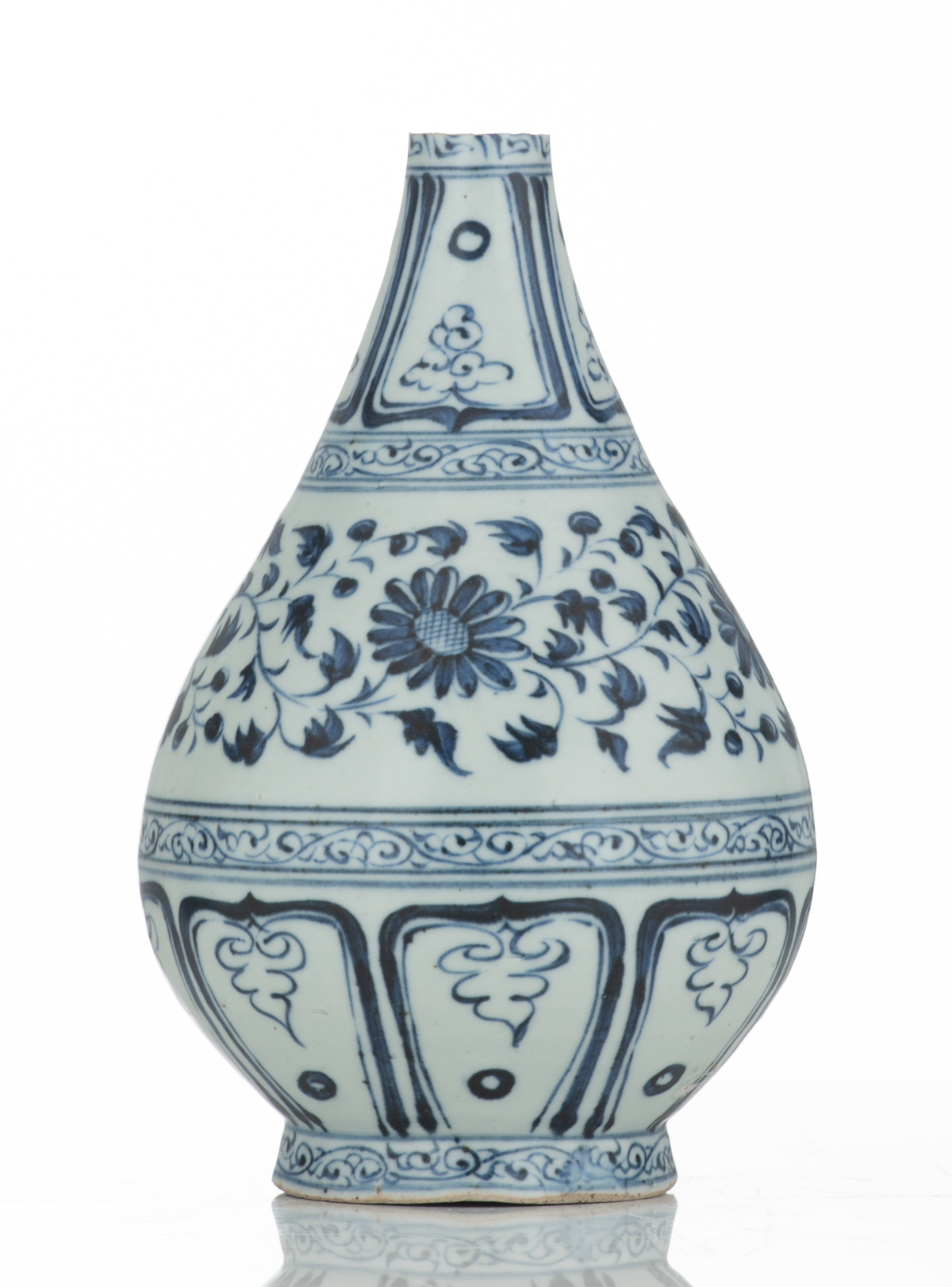 A Chinese blue and white floral decorated Ming type bottle vase, 17thC, H 21,5 cm - Image 2 of 6