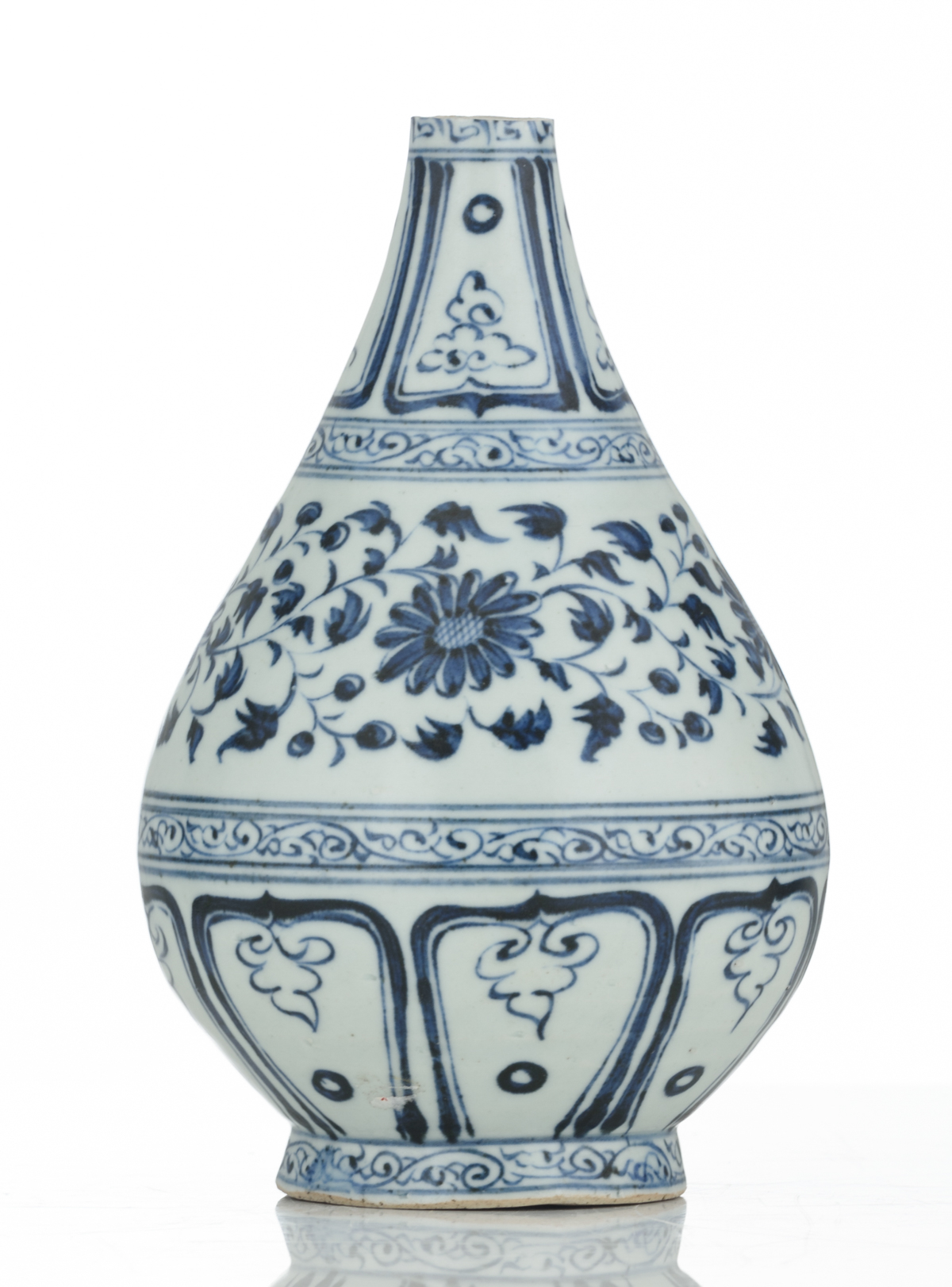 A Chinese blue and white floral decorated Ming type bottle vase, 17thC, H 21,5 cm - Image 3 of 6