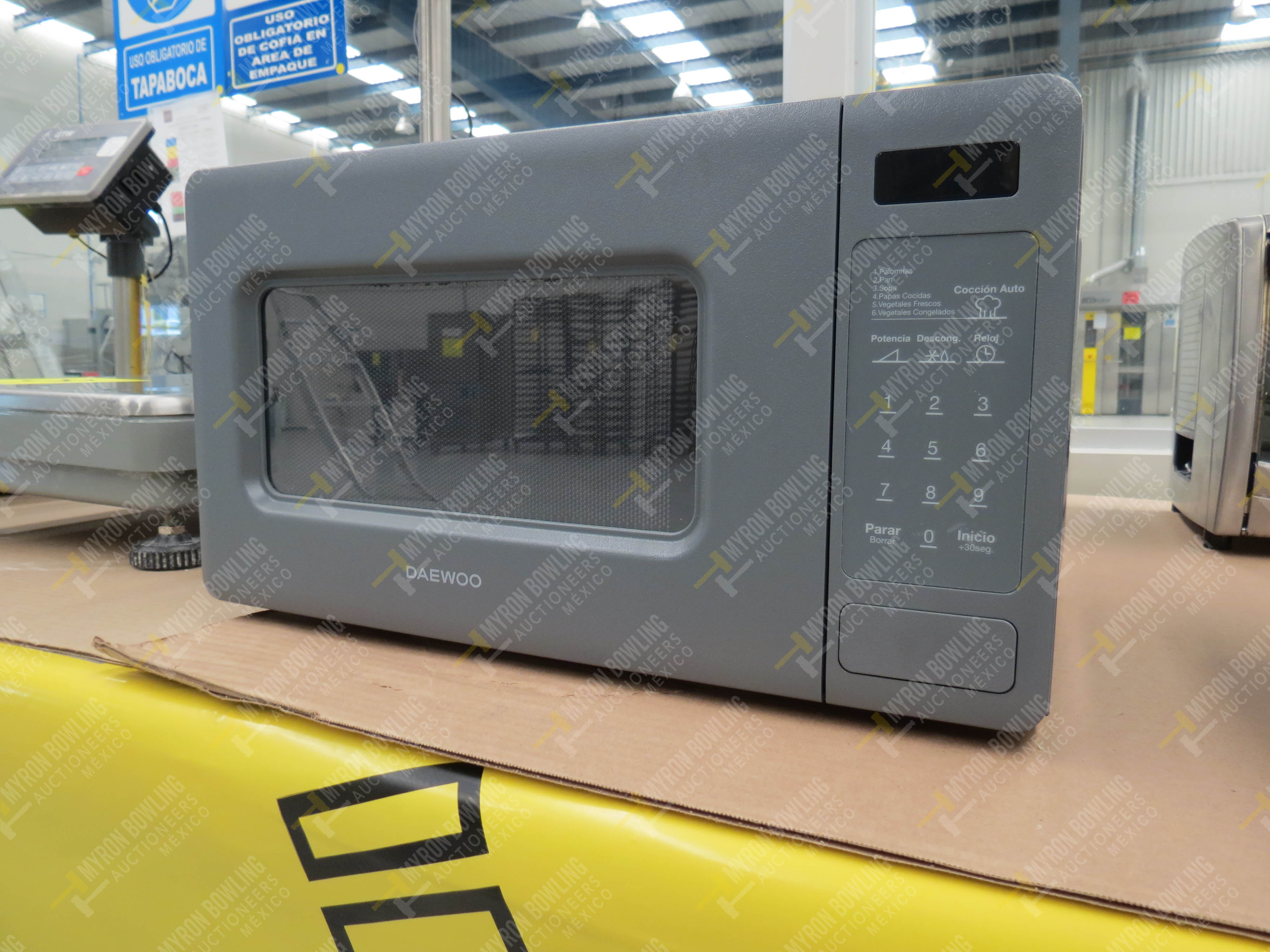 Horno de microondas marca Daewoo, Modelo K0R-667DG, No. de Serie 30650 - Image 2 of 4