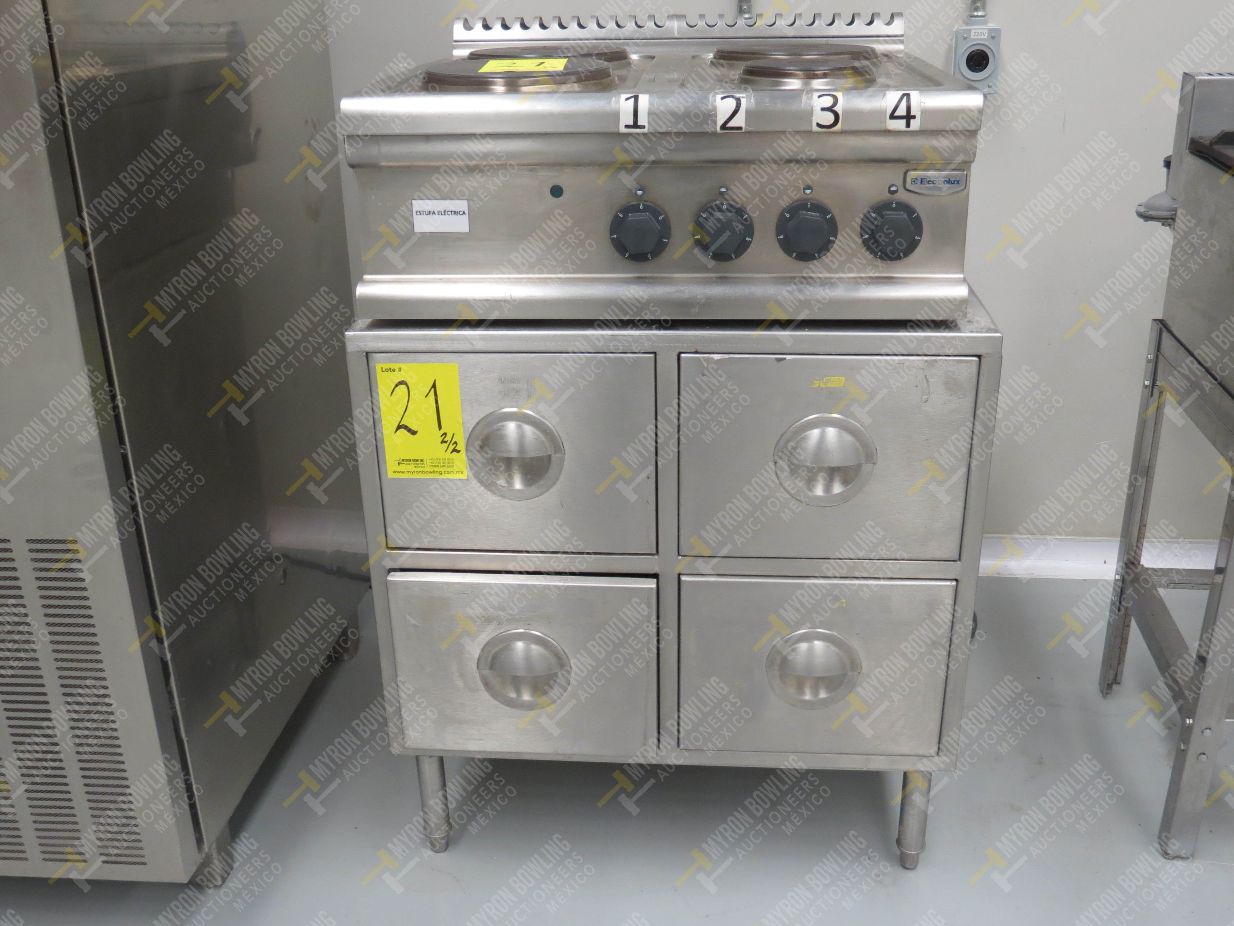 Estufa eléctrica de cuatro quemadores marca Electrolux de medidas 70 x 70 x 30 cm, …